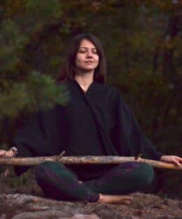 yoga-kleidung-alternativ-fair-weste-schwarz
