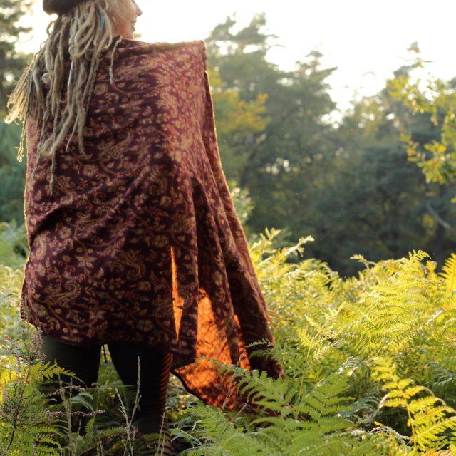ponhcho-schal-hippiestyle-charity-koeln