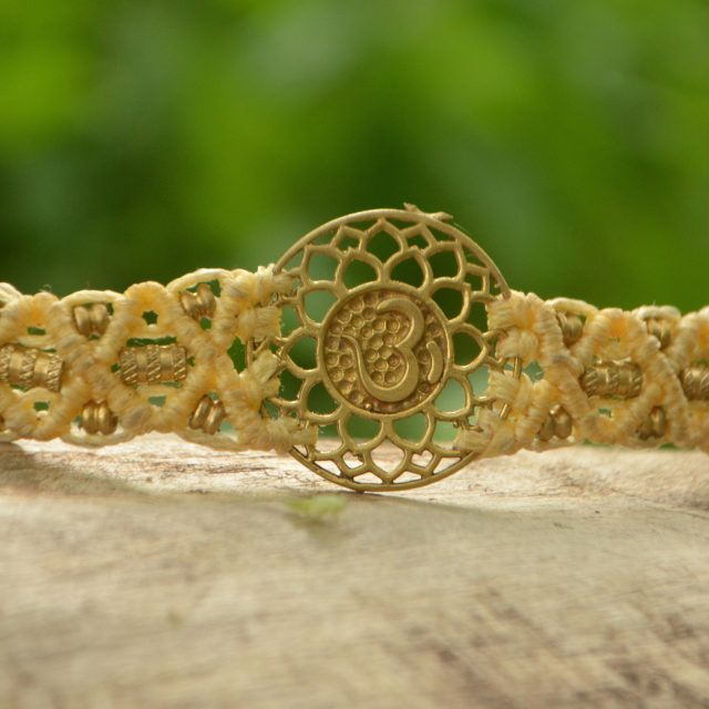 armband-mantra-om-yoga-meditation-symbol