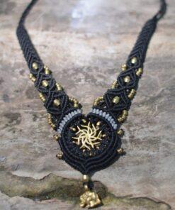 kette-makrame-spirale-symbol-hippie-psy