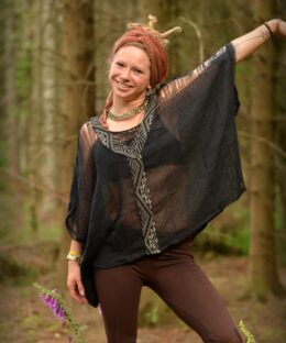poncho-hippie-style-boho-bohemian-schwarz-haekel