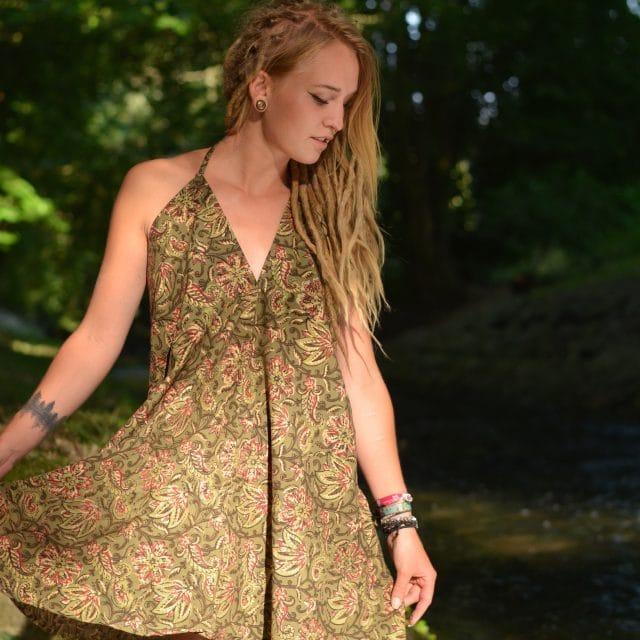kleid-hippie-festival-blumen-gruen-zipfel