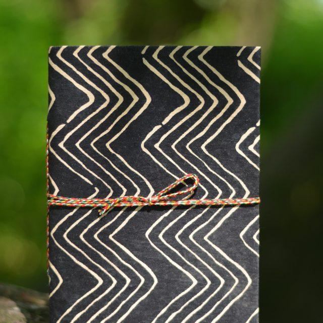 notizheft-handmade-gemustert-schwarze-streifen