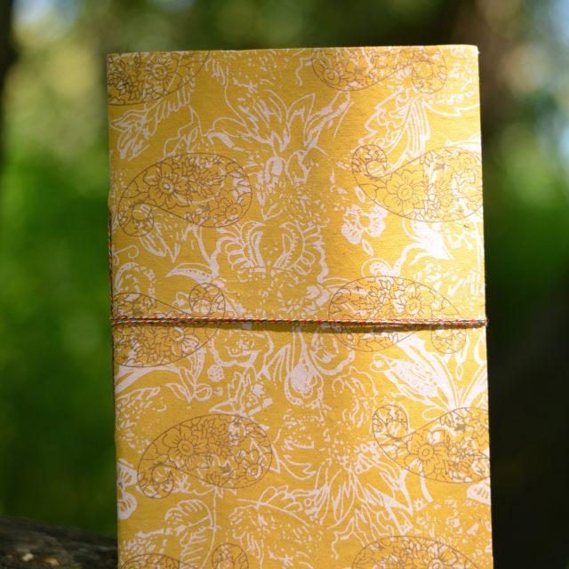reise-tagebuch-geschenk-kladde-orientalisch-sonnengelb