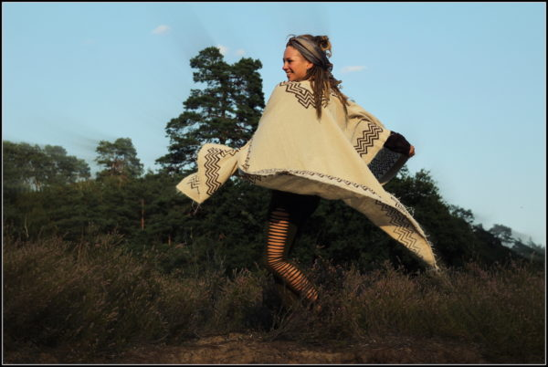 poncho-hippie-goa-psy-blockprint-weiss