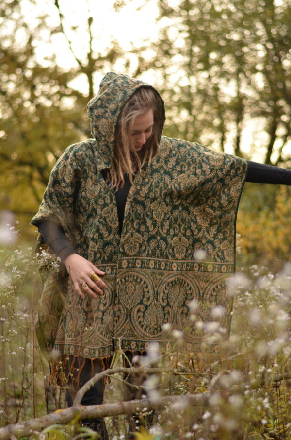 poncho-hippie-mode-paisley-muster-jacke