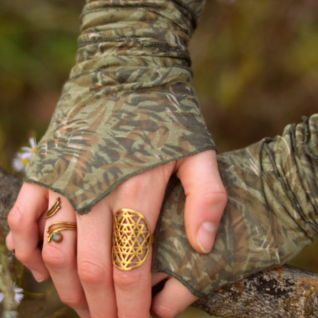 stulpen-pulswaermer-camouflage-gruen