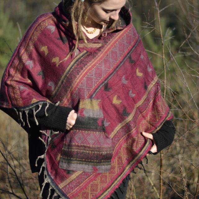 poncho-kapuze-hippie-festival-outfit