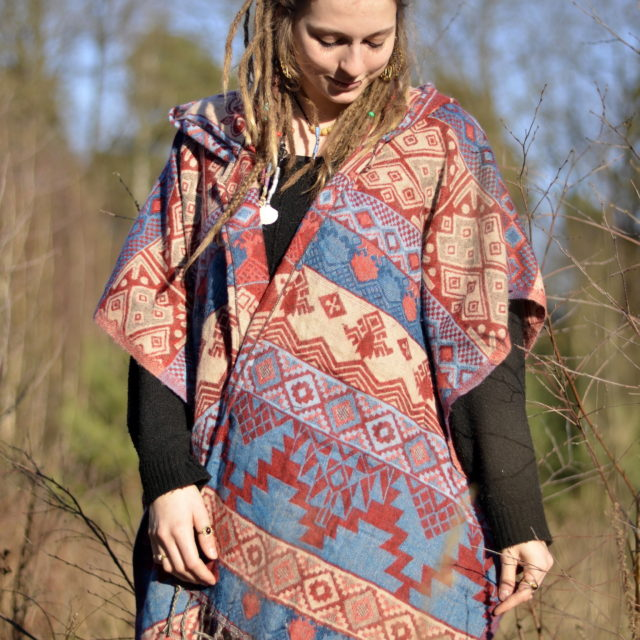 poncho-yak-schal-fair-produziert-hippie-kleidung