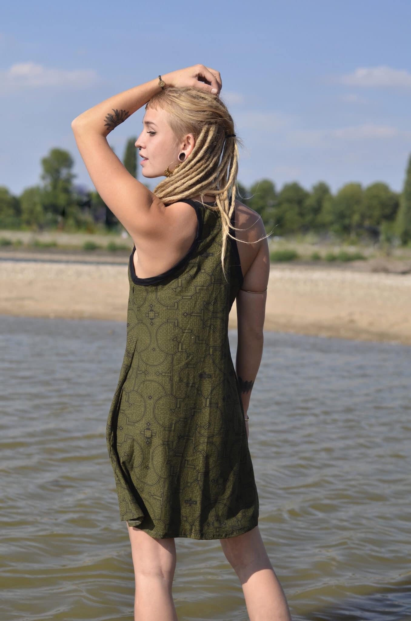 tank-kleid-shibipo-muster-ethno-gruen