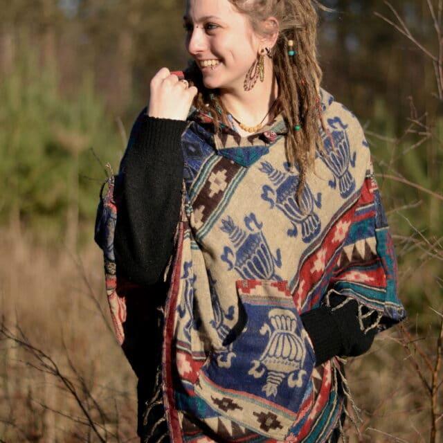 poncho-beige-natuerlich-hippie-stil