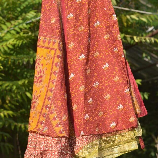 sari-wickelrock-rot-paisley-oriental