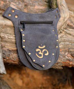 guertel-tasche-leder-om-mantra-symbol-dreieckig