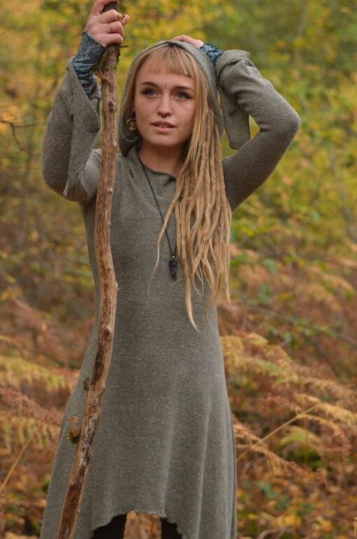 kleid-mit-kapuze-alternativ-hippie