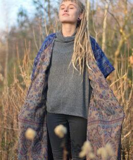 poncho-jacke-gebluemt-hippie-fashion