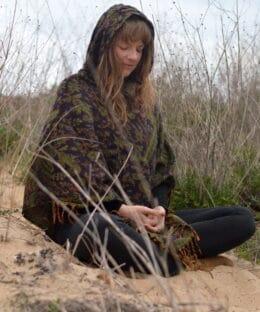 poncho-hippie-ethno-style-kapuze-lila